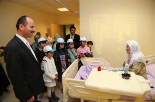 Bilgievi öğrencileri hastaları ziyaret etti