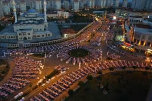 Kayaşehir'de 20 bin kişilik dev iftar
