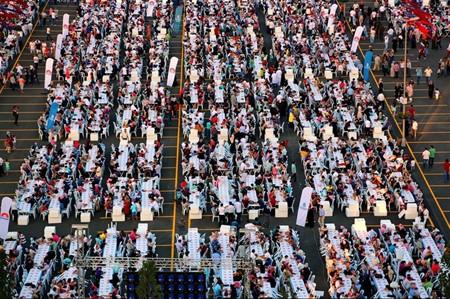 60 bin Başakşehirli aynı sofrada iftar yaptı