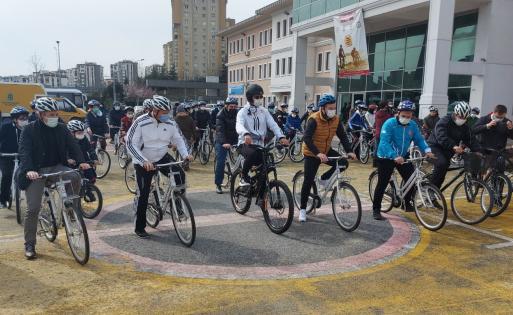 Mesafeli Pedaller Bisiklet turunda Sofuoğlu ve Canbey'ın pistlerdeki rakipleri İmam Hatipli gençler oldu